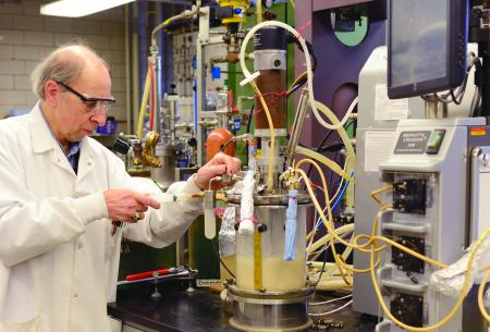 Using the 5-L bench-top fermenter, Center for Crops Utilization Research